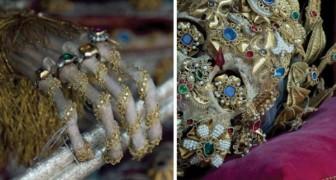 Le affascinanti immagini della sepoltura dei martiri medievali tra oro e pietre preziose