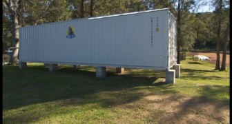 Decide di trasformare un container navale in una casa: ecco il suo magnifico risultato