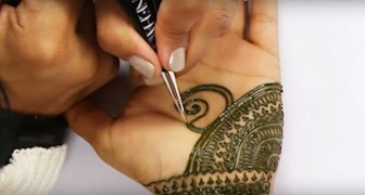 A seven-hour henna tattoo session in 90 seconds --- Mesmerizing perfection!