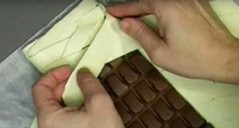 Hon sätter mycket choklad på smördegen: när bakelsen kommer ut ur ugnen så är den jättegod ...