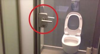 Questo bagno sembra avere la porta trasparente... ma girando la chiave cambia tutto!