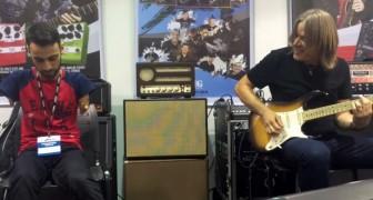 Un ragazzo senza braccia suona con un famoso chitarrista: godetevi il loro incredibile duetto