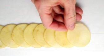 Inizia disponendo sul piano fette di patate: il risultato è delizioso da mangiare... e da vedere!