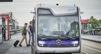 Il futuro del trasporto pubblico: questo bus si guida da solo e provvede a tutti i controlli di sicurezza