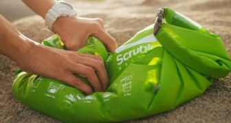 L'accessorio utile a tutti gli escursionisti: ecco lo zaino che... fa il bucato!