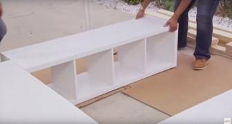Ze hebben 3 IKEA boekenkasten aangeschaft en deze plat op de grond geplaatst: dit idee is geniaal voor het creëren van extra ruimte!