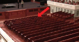 Watch an ordinary theater --- completely transformed in a two-minute time lapse ...