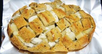 Hij plaatst stukjes kaas in een ingesneden brood: het resultaat is watertandend lekker!