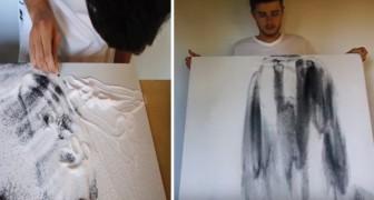 Hij brengt zand aan op een vel papier om een tekening te maken: als hij het zand afklopt, is de precisie van dit kunstwerk adembenemend!