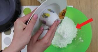 Elle verse un blanc d'œuf dans le sucre glace: après 2 minutes, vous vous lécherez les babines !