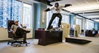 Skateboard in ufficio
