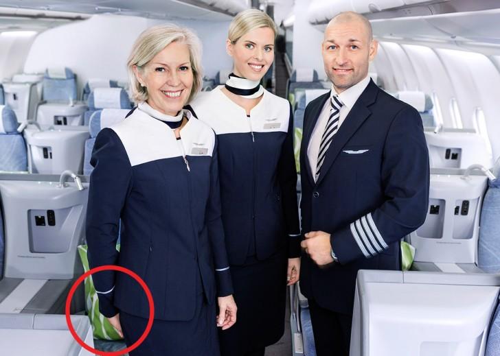 Risultati immagini per assistenti di volo mani