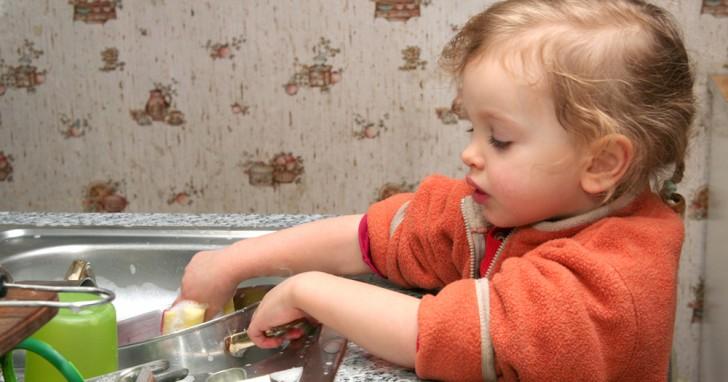 den kindern einige aufgaben im haushalt zu berlassen. Black Bedroom Furniture Sets. Home Design Ideas