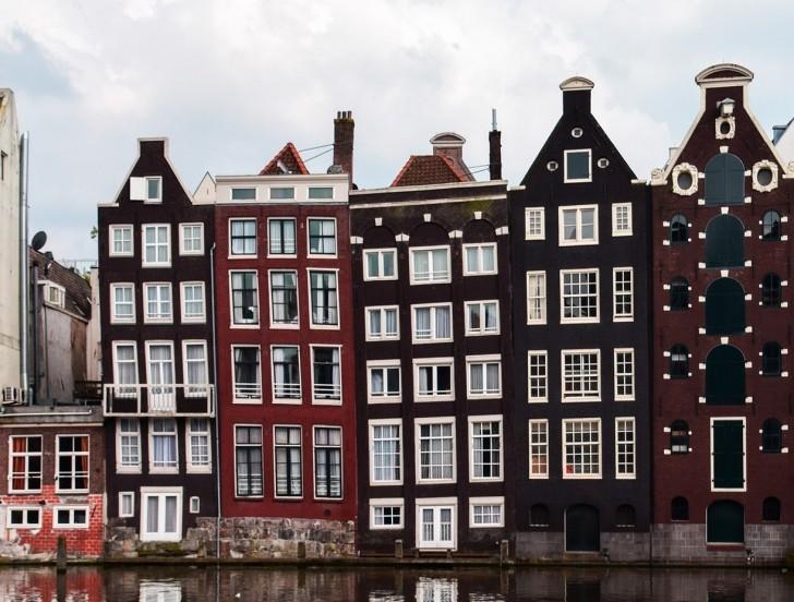 sapete perch le case del centro di amsterdam sono strette