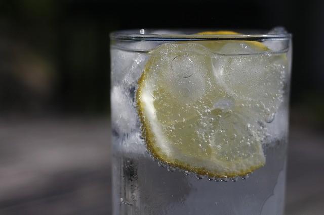 Es ist gut, Zitronenwasser zu trinken, um Gewicht zu verlieren