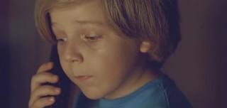 Un petit garçon appelle la police pour rechercher sa mère qui s ...