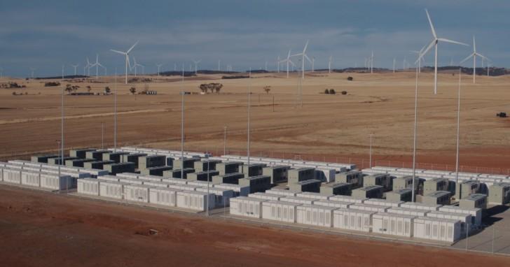in australia la pi grande centrale di batterie tesla al mondo ha fatto risparmiare 40 milioni. Black Bedroom Furniture Sets. Home Design Ideas