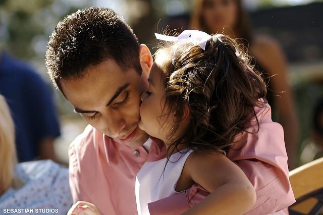 Kussen Voor Kinderen : Dwing kinderen niet om volwassenen te kussen: ze hebben het volste