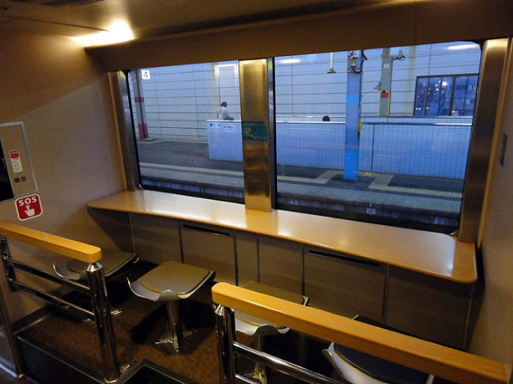 On the outside, Japanese night trains are like any other, but inside they enclose an oasis of peace 1