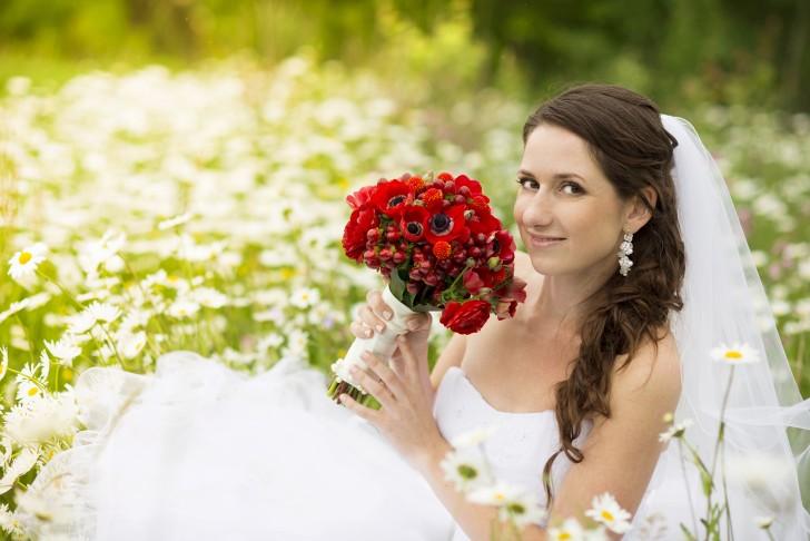 b23053cc979d Perché durante i matrimoni si indossa l abito bianco  La risposta non ha a  che fare con la purezza