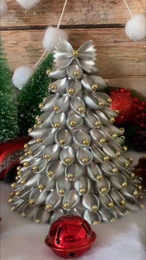 Alberi Di Natale Fai Da Te Originali.Alberi Di Natale Fatti Di Pasta Cruda Le Idee Piu Originali Per Decorazioni Fai Da Te Creativo Media