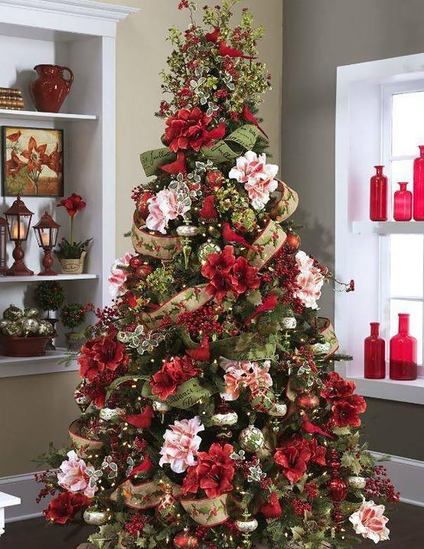 Alberi Di Natale Bellissimi Immagini.Molte Persone Hanno Decorato L Albero Di Natale Con I Fiori