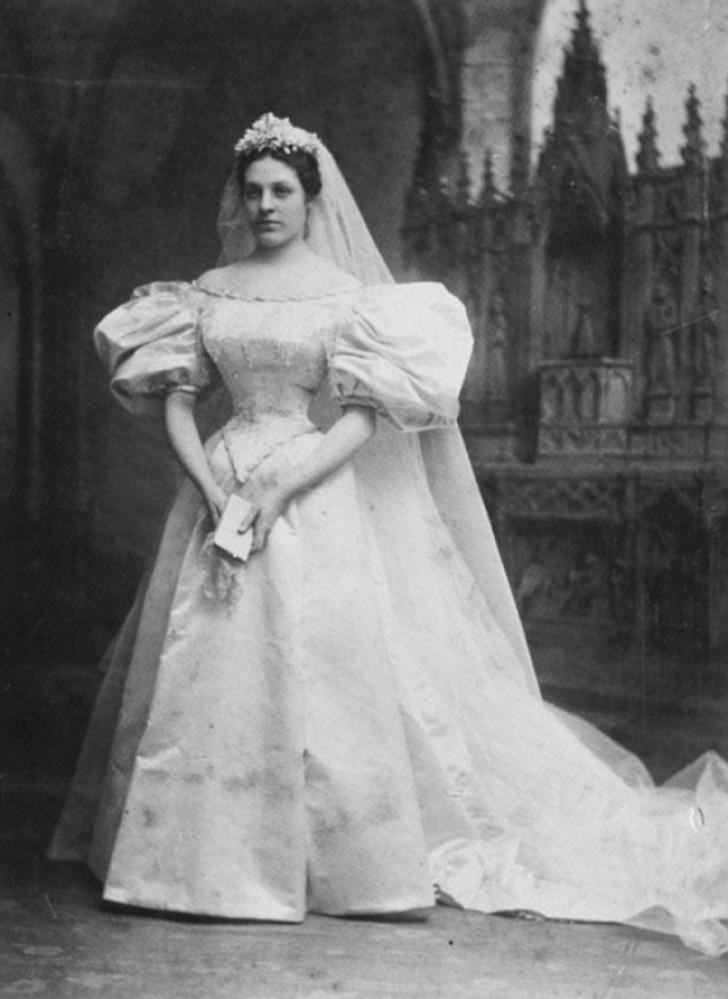 c5a4f177b6a6 Tutte le spose di questa famiglia hanno indossato lo stesso vestito ...