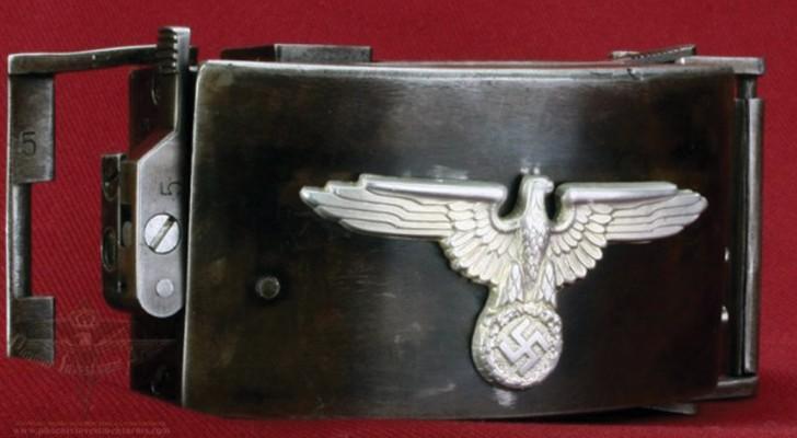 Une ceinture dissimulant une arme à feu : un objet sophistiqué de la Seconde Guerre mondiale