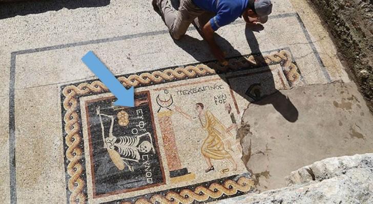 Een Bizarre 2,400 Jaar Oude Mozaïek Toont Wat Het Geheim Van Het Leven Is...