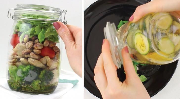 Mette gli ingredienti del'insalata nel barattolo: quando lo capovolge il risultato è delizioso!