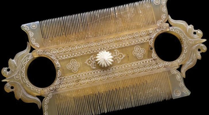 Bekijk Hier Een Aantal Van De Fijnste Haarkammen Uit De Oudheid… Waarmee Je Een Allesbehalve Elegant Eindresultaat Kreeg!
