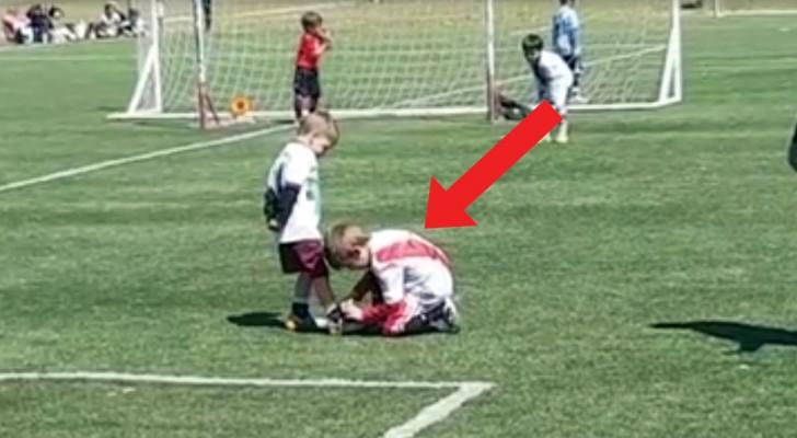 Durante la partita 2 bambini lasciano senza parole lo stadio: ecco ciò che vorremmo vedere nel calcio