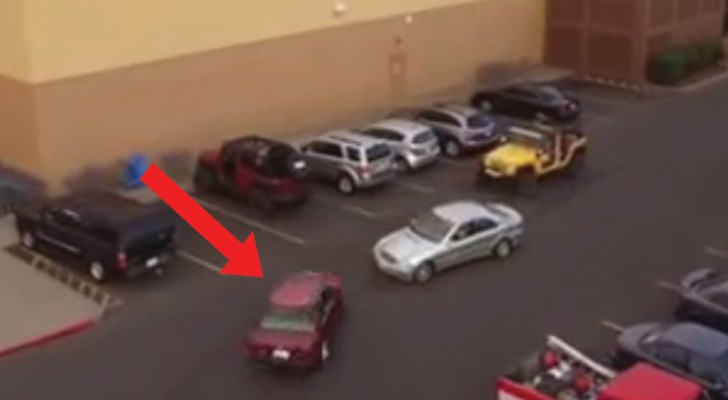 Een andere auto schiet de parkeerplaats in voor een andere auto: de payback actie van de eigenaar van de gele jeep is verbazingwekkend!