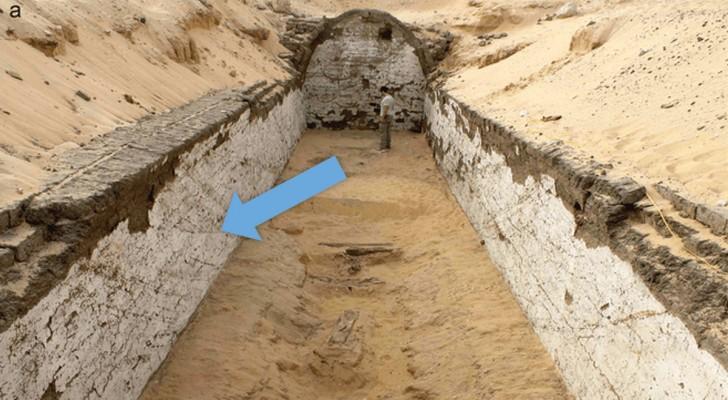 Decine di barche disegnate su un edificio egizio nel bel mezzo del deserto: qual è la spiegazione?