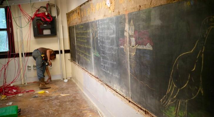 Ze Beginnen Aan De Verbouwing Van Een School En Vinden Achter De Muren De Schoolborden Van 100 Jaar Geleden…