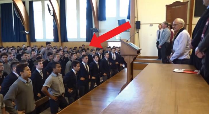 Il prof. va in pensione ma gli studenti hanno in serbo per lui un saluto