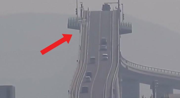 Ecco il ponte con una pendenza tale da farvi girare la testa solo a guardarlo!