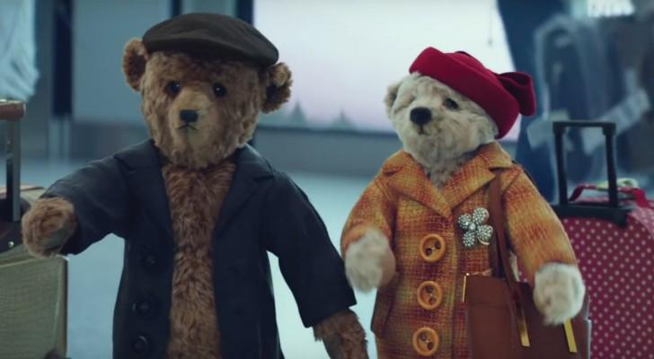 Due orsacchiotti in aeroporto: ecco lo spot per chi torna a casa a Natale