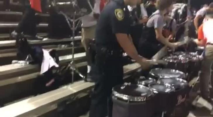 Durante una manifestazione un poliziotto si avvicina ai tamburi: la sua bravura lascia tutti spiazzati