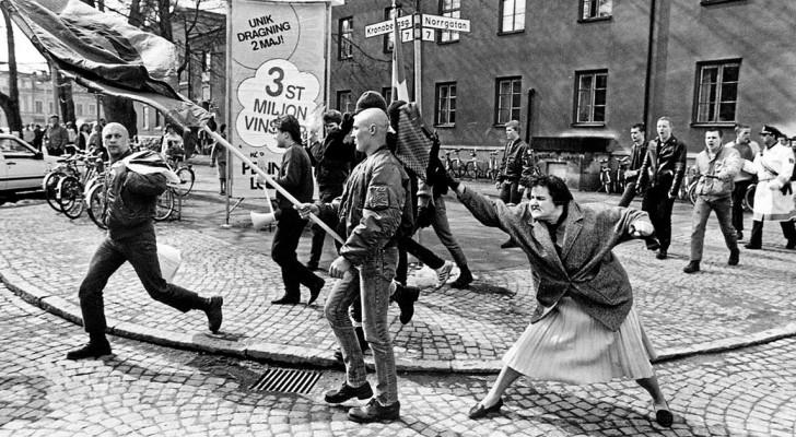 La femme qui a frappé un neo-nazi avec son sac : une photo historique qui cache une réalité dramatique