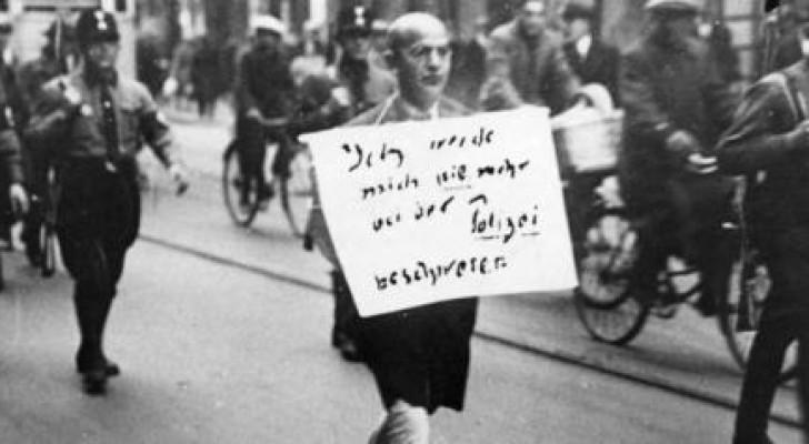 De Kern Van De Nazi-Ideologie Staat Afgebeeld Op Deze Foto Die Iedereen Ter Wereld Deed Beseffen Wat Er Aan De Gang Was