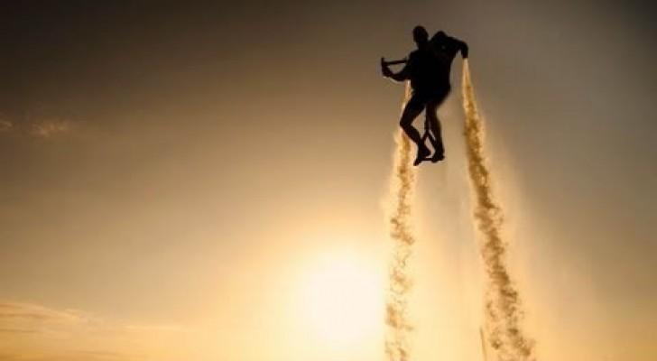 Volare con Jet Pack sopra l'acqua