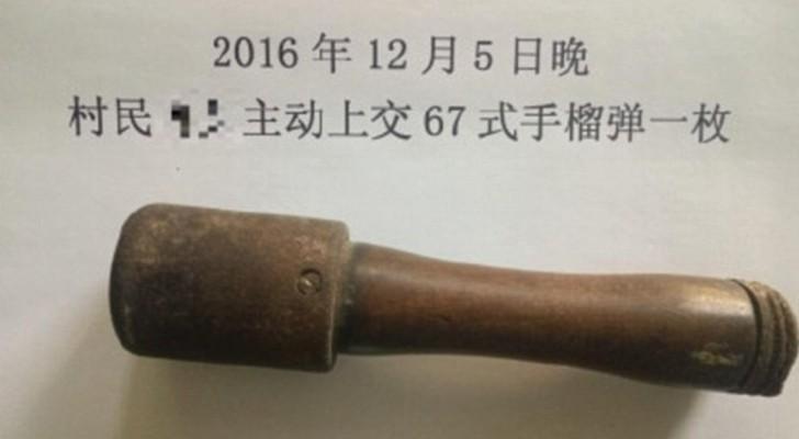Voici l'homme le plus chanceux du monde : Il a utilisé une grenade non explosée comme casse-noix pendant 25 ans.