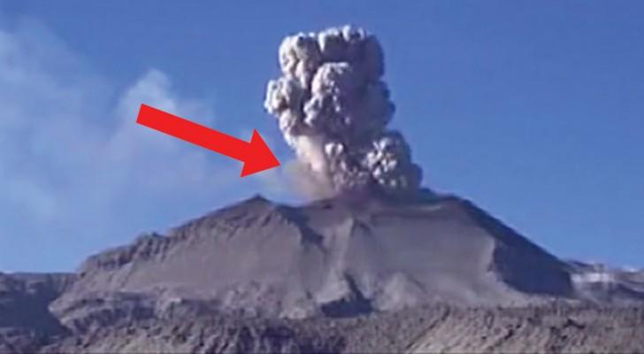 Un volcan  péruvien commence à entrer en éruption: voici les premiers moments de son réveil