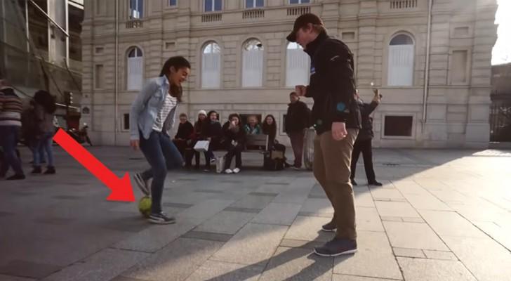 Una ragazza sfida i passanti a toglierle il pallone ma loro non sanno con chi hanno a che fare!