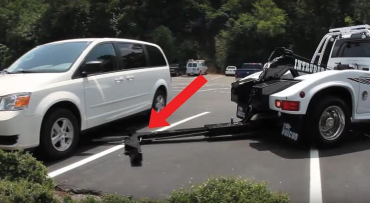 Un curioso mezzo si avvicina all'automobile: quello che avviene in pochi secondi vi farà preoccupare