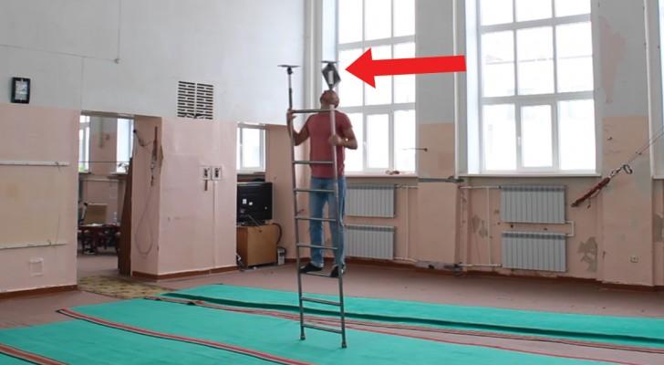 Equilibrismo na escada: as capacidades deste homem superam a imaginação!