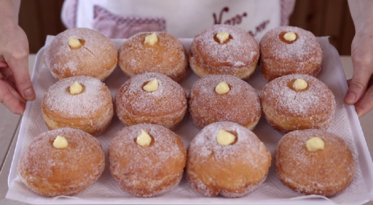 Delicious Italian pastry -- Bomboloni made at home!