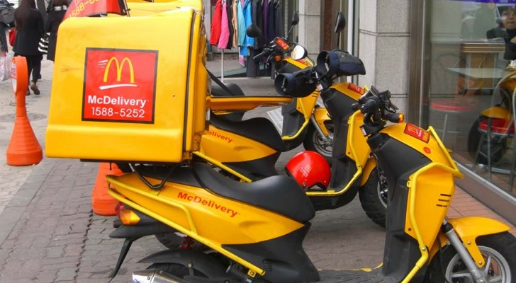 McDonald commence la livraison à domicile: vous pouvez dire adieu au régime!