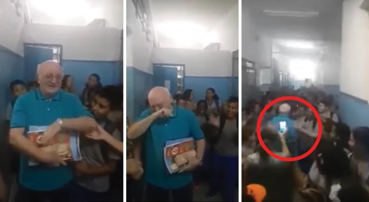 Il prof. va in pensione: il saluto di TUTTA la scuola sarà difficile da dimenticare